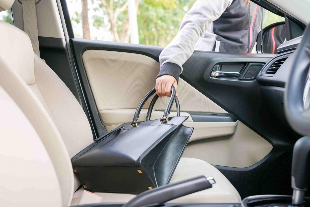 Does car insurance cover robbed handbags from my car?